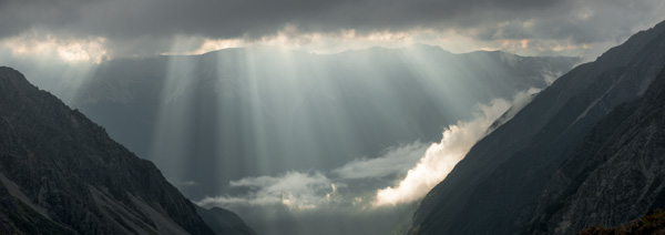 Sunbeams over St. Arnaud Range